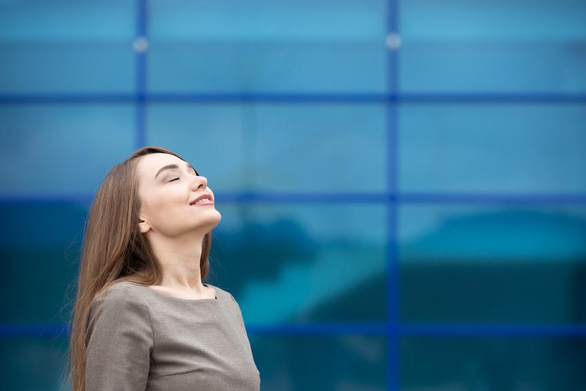 5 Schritte, wie frau ihr Business und ihre Weiblichkeit erfolgreich zelebriert